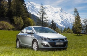 Nouvelles Opel Astra GTC 1.6 Turbo 200ch et Astra Berline