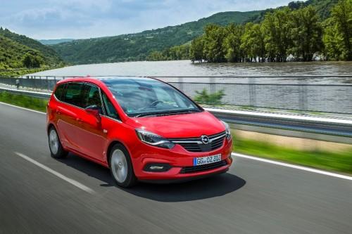 Opel Zafira sur route
