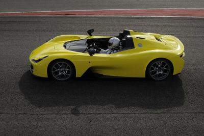 Dallara Stradale jaune vue de côté