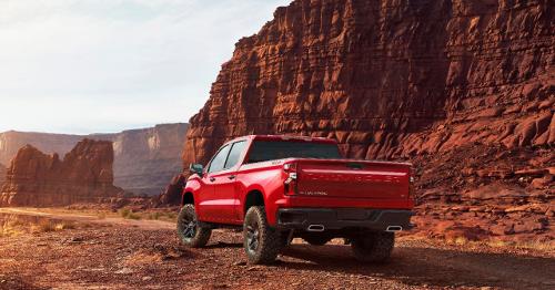Chevrolet Silverado pick-up rouge vue arrière