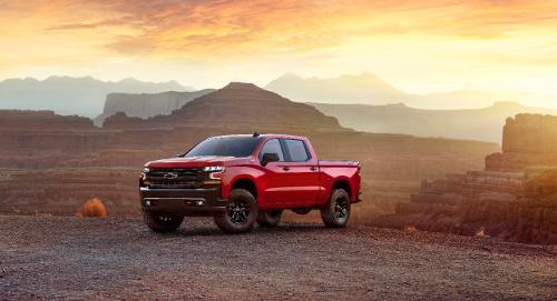 Chevrolet Silverado pick-up rouge vue avant