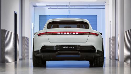 Porsche Mission E Cross Turismo Concept : design arrière