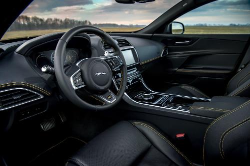 Jaguar XE 300 Sport : dans l'habitacle
