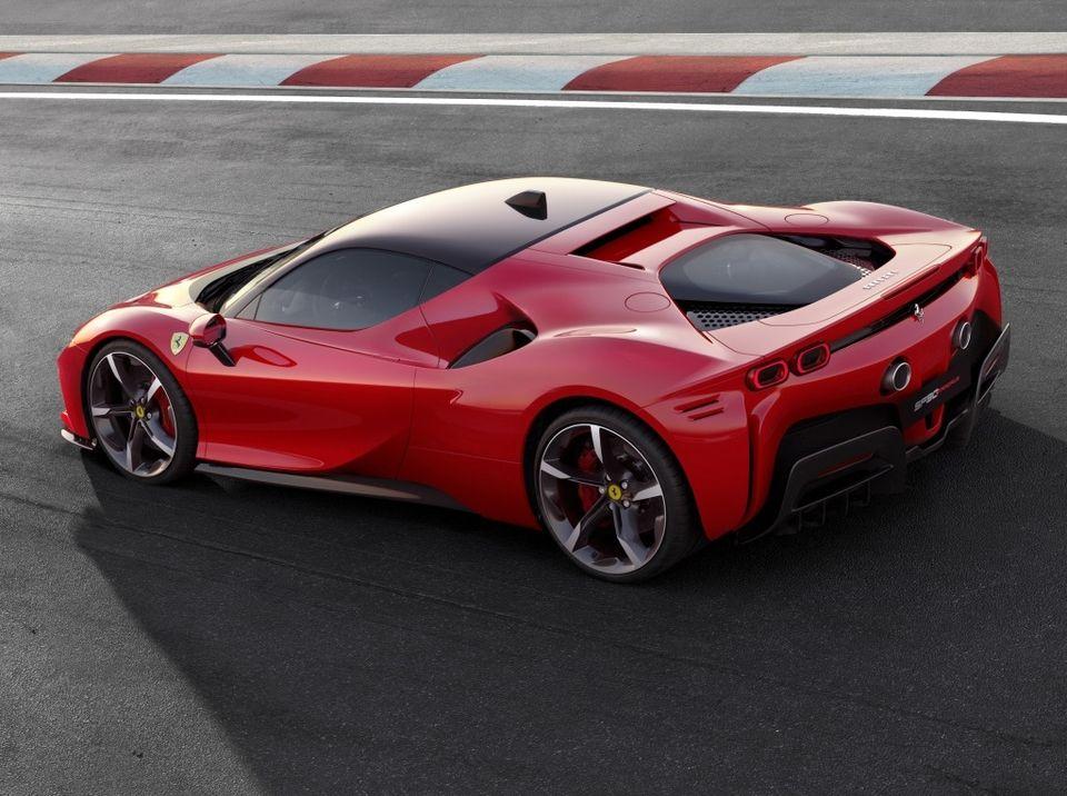 Ferrari SF90 Stradale : la première Ferrari hybride de route